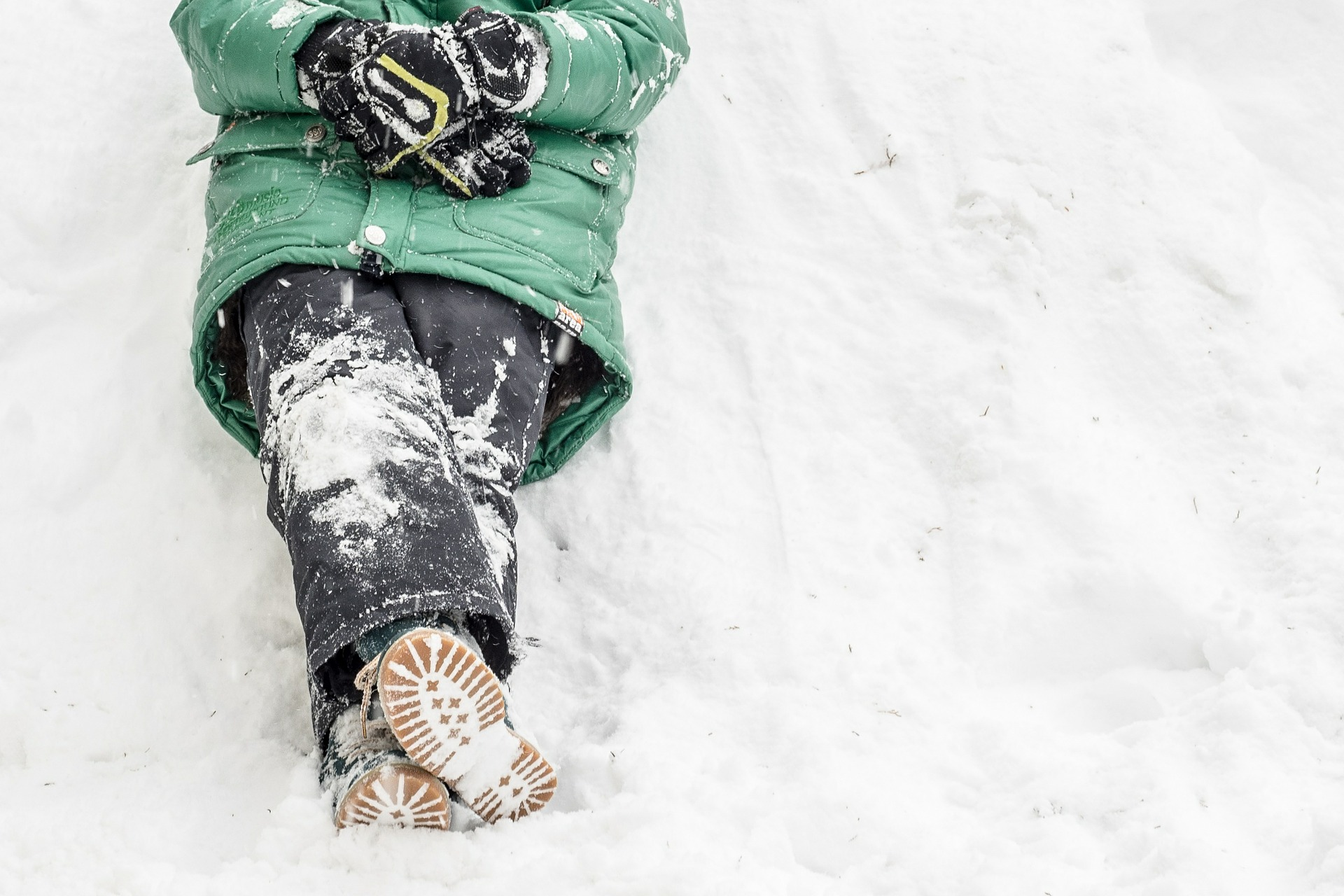 Jak dbać o ubrania zimowe i czy można je oddać do pralni?