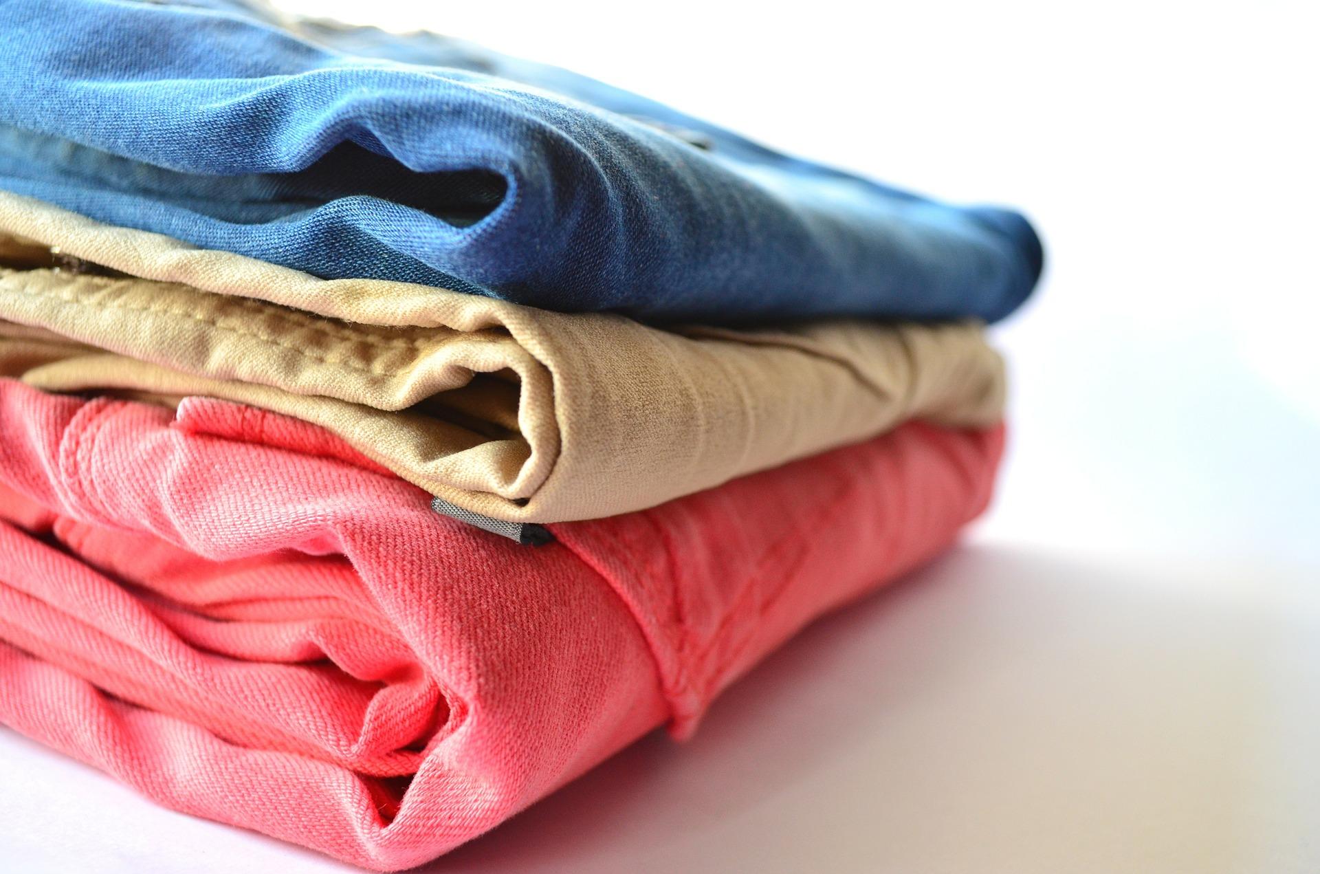 Jak przygotować rzeczy przed oddaniem do pralni? – 4 kroki, za które Ci podziękują