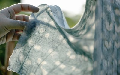 Plamy po praniu – dlaczego się pojawiają?
