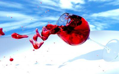Jak usunąć plamy z czerwonego wina? Poznaj 3 domowe sposoby!